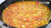 我是小熙:小熙在家熬牛肉酱,一锅花了两个小时,从小锅换大锅